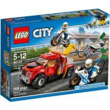 LEGO City Police Bajba került vontató 60137
